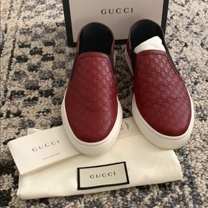 New Gucci Red Leather embossed sneakers 38